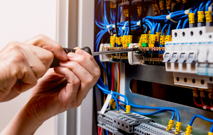 Why Professional Electrician is Essential For Commercial Properties?